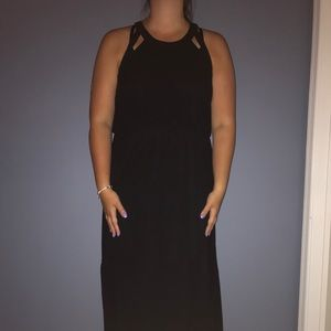 STUNNING BLACK MAXI DRESS
